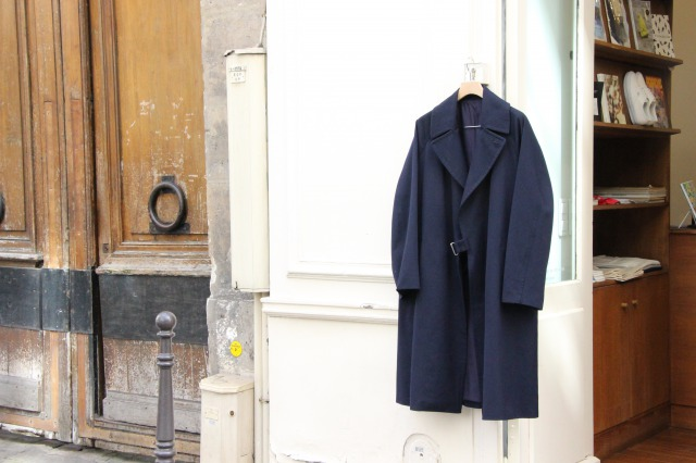 "COMOLI "" WOOL SERGE TIELOCKEN COAT"""
